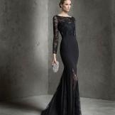 Vestido de noite preto da Pronovias