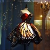 Pakaian rama-rama malam oleh Lily Yong