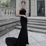 Suknelė su traukinio pavasario juoda