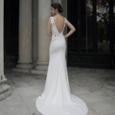 Dress with open back with a train white