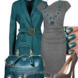 Meriväriset lisävarusteet harmaaseen mekkoon