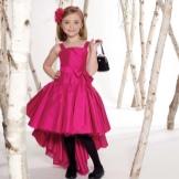 Vestido de ano novo para a menina alta-baixa