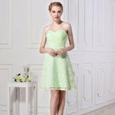 Vaaleanvihreä mekko ohuille tytöille