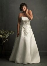 Brodat en un vestit de núvia per complet
