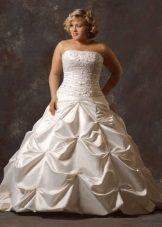 Vestit de núvia per a núvies completes amb cotilla