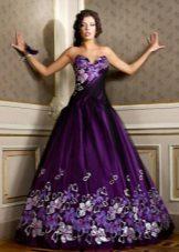 Barva fialové večerní šaty