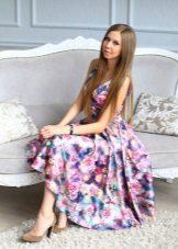 Barevné fialové večerní šaty