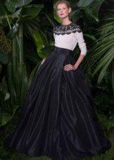 Vestido de noite no chão com mangas de Dolce e Gabbana