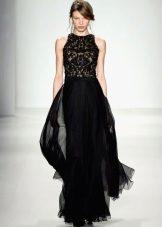 Black evening dress na may multi-layered skirt