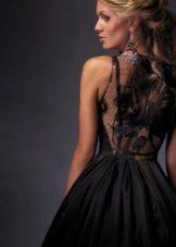 Zwarte avondjurk met kanten rug