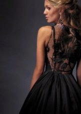 Black evening dress na may lace back