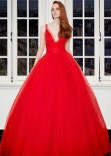 Mahusay na red dress sa gabi