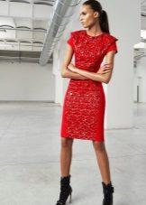 Rode korte jurk met mouwen