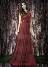 Lace rode jurk op de vloer