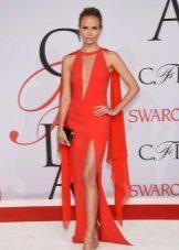 Gaun bergaya Hollywood di atas permaidani merah