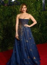 Jenifer Lopez blue evening dress na may burda