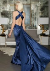 Blue evening dress na may bukas na likod