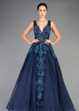 Blue evening dress na may rhinestones