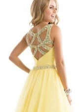 Abra as costas no vestido de noite amarelo