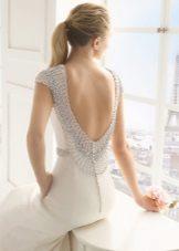 Esküvői ruha strasszos nyakkivágással