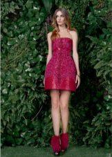 Vestido de baile vermelho com saia de sino