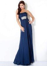 Vestido de noite azul no baile de formatura do Império