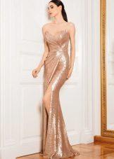 caso de vestido de noite com uma fenda