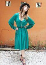 Mangas compridas em vestido turquesa