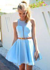 Helderblauwe jurk