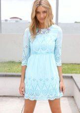 Blauwe jurk met perforatie