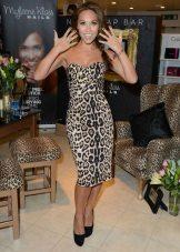 Esmerler için büyük leopar desenli elbise