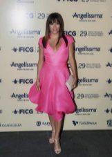 Light pink sandals to a fuchsia dress