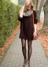 Lämmin mekko marsala kevyillä lisävarusteilla
