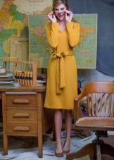 Mustard dress with brown shoes