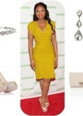 Mustard dress with beige accessories