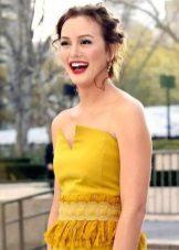 Makeup for a mustard dress