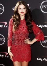 Medium length dress in raspberry color