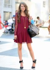 Maroon dress in combination with black shoes and bag