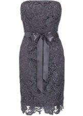 Lacy dress sa dark grey-wet na aspalto