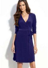 Esmerler için koyu mavi elbise midi