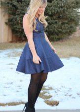Yüksek bel ile kısa lacivert elbise