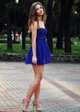 Yüksek bel ile lacivert elbise