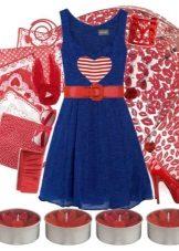Kırmızı ile birlikte koyu mavi elbise