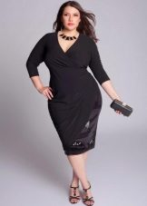 Zwarte jurk met een geur voor vrouwen met overgewicht