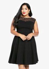 Zwarte jurk-shift voor volle meisjes
