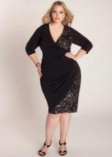 Zwarte jurk met een geur voor vol