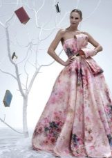 Fluffy short dress with a floral pattern