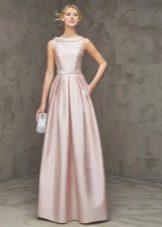 Yumuşak pembe elbise