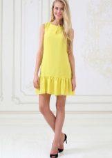Sarışın sarı renkte elbise