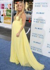 Feestelijke lange gele jurk met een trein voor zwangere vrouwen